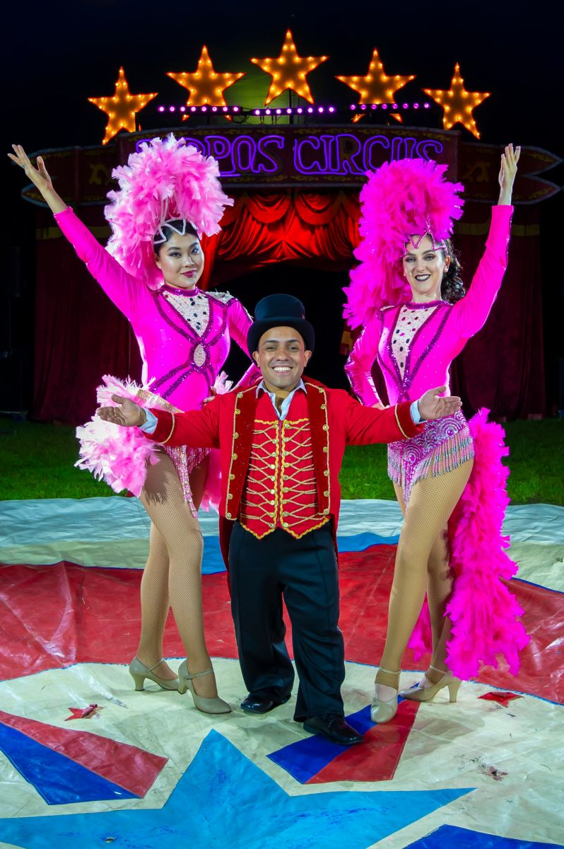 Paulo dos Santos & Showgirls (1) Photographer credit: Piet-Hein Out